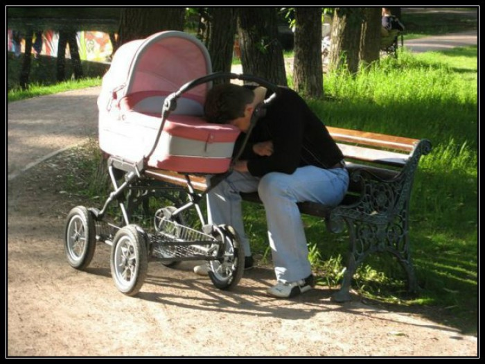Вицове: Когато бебето не спи нощем!