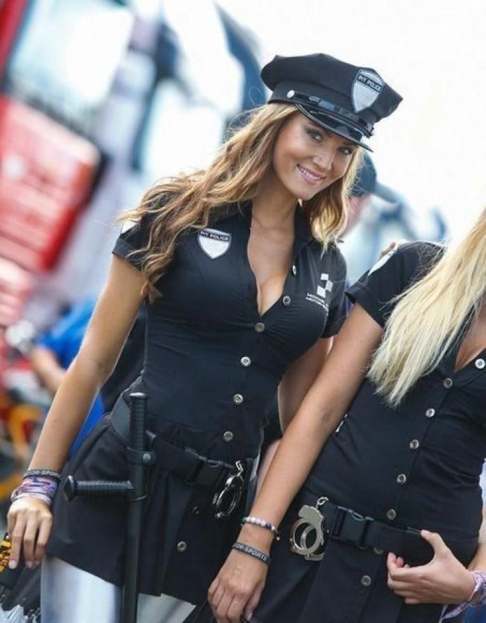 Вицове: Това е милиционерки