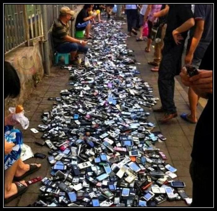 Вицове: Телефони на килограм